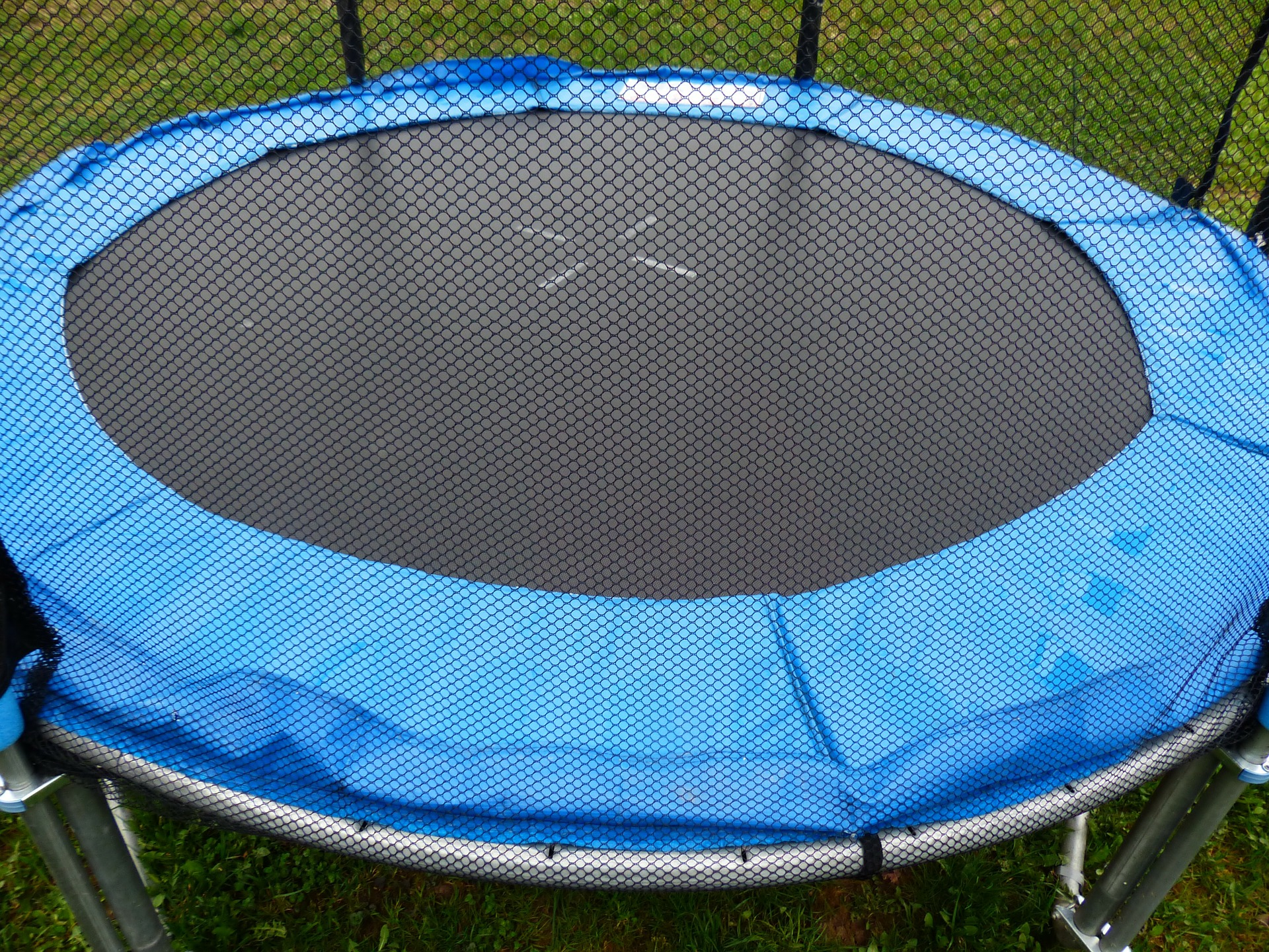 Trampoline Removal Dallas - Eagle Cleanup - Garage and yard cleanup. Construction site cleanup. Professional trash removal services for your home or business.